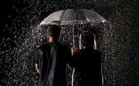 romantic+couple+in+rain+wallpaper